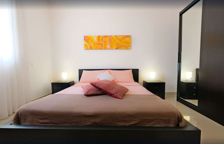 Lovely Bedroom and Breakfast. Queen.