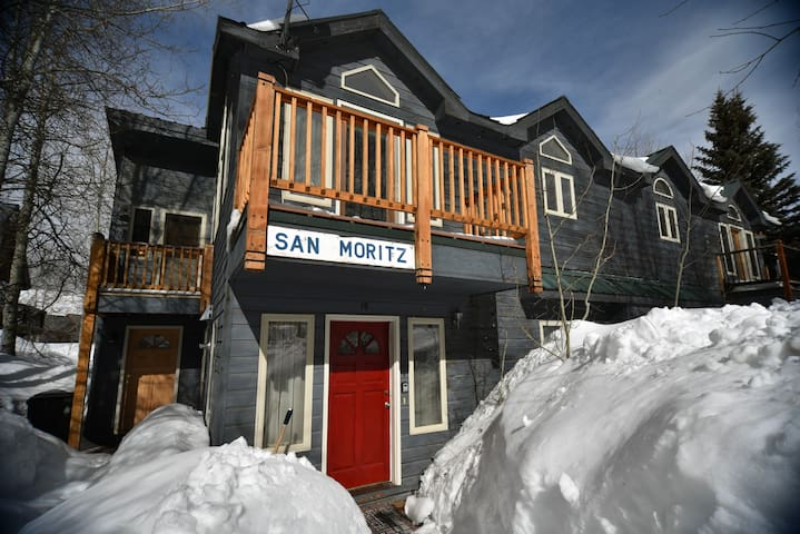 In Town w Off Street Parking-2 Blocks off Elk! - Crested Butte - Hus