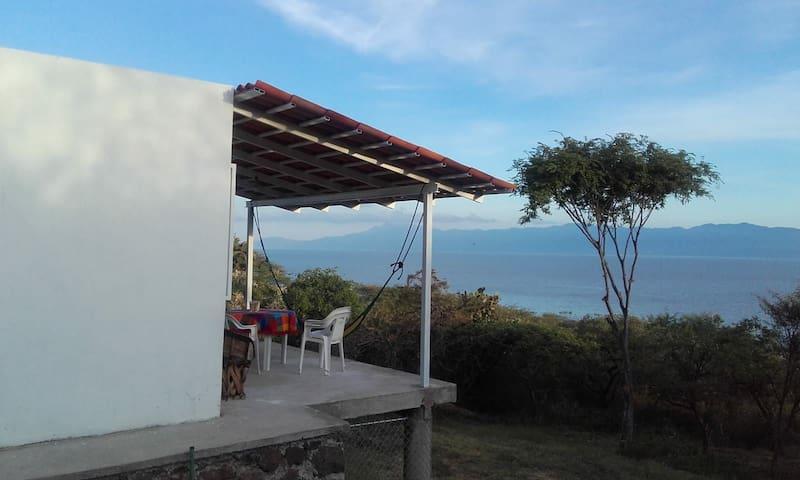 Casita de ensueño frente al lago de Chapala