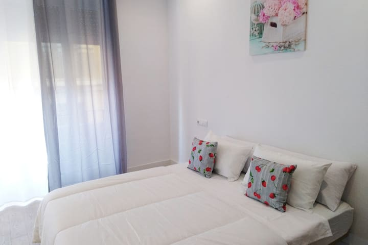 BIG ROOM WITH DOUBLE BED IN THE HEART OF ALICANTE