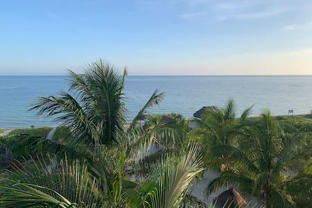 7 Departamento Merida con Frente a Playa y Alberca