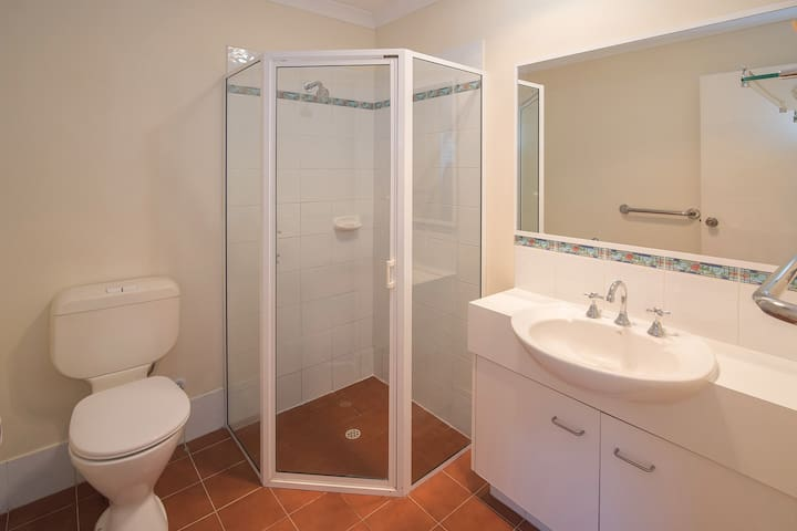 The ensuite bathroom off the master bedroom has newly installed heat lamps.