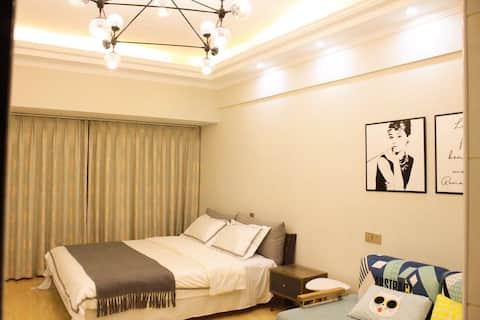 『猪窝·民宿』赫本之家·宝龙华庭公寓.临近金鹰、八佰伴、香港城,周边应有尽有