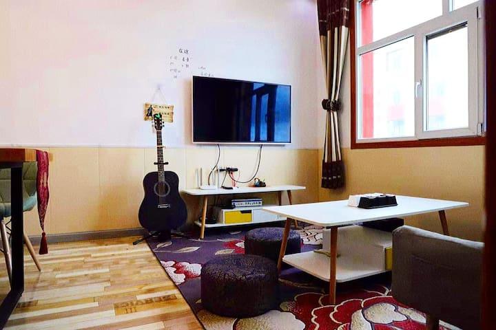 【青海湖旁&现代简约温馨的小家】酒卅叁A屋