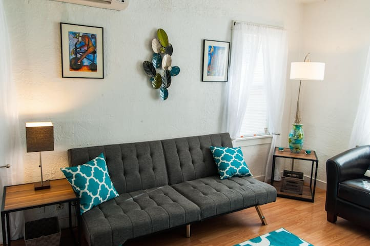 Stylish downtown apartment...walk to everthing. - Albuquerque - Lägenhet