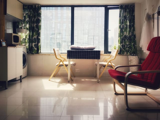 HERMES Apartment sunshine filled room in Afternoon