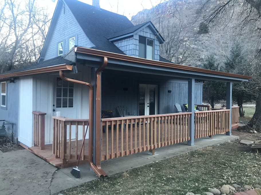 Large 400 covered deck facing the apple orchard and amazing views of Indian Lookout Ridge.