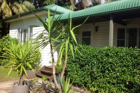 Bright Sunny House near beaches - North Manly