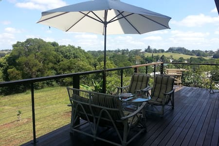 Great views & walk into town - Maleny - Casa