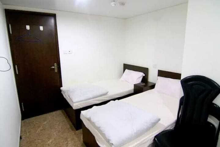 Wonderful 2 single beds next MTR *A - Hong Kong
