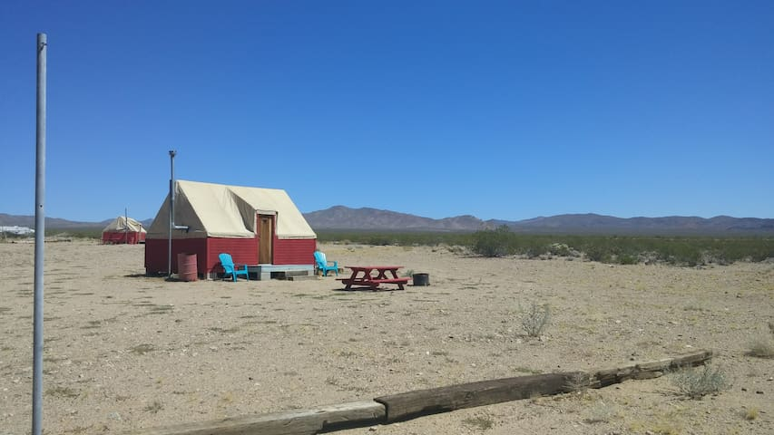 Nomad Eco-Lodge in Nipton, CA - San Bernardino County - Stuga
