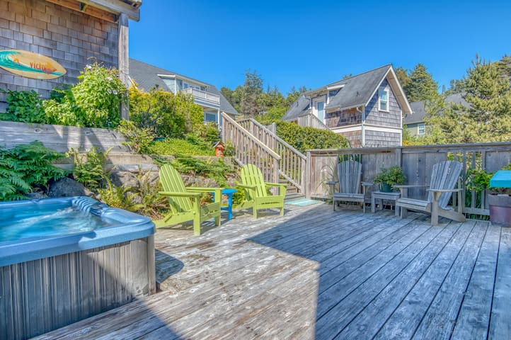 Luxurious Craftsman Cottage with Hot Tub Faces Olivia Beach's Park and Playground!