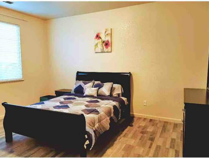 Merced City and Gateway to Yosemite Master Suite