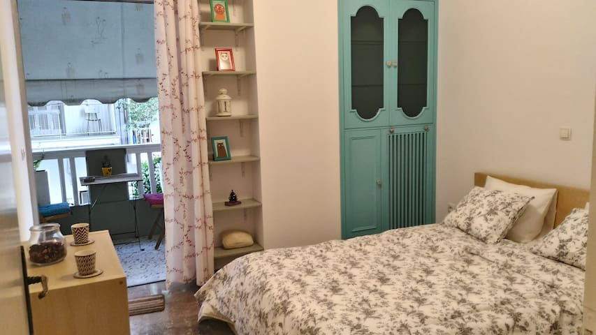 Cute  & cosy 1st floor flat with balcony - Athina - Appartement