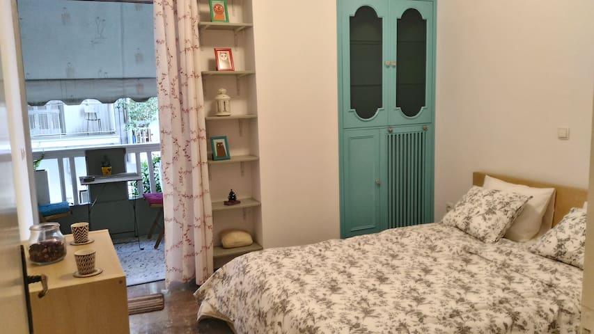 Cute  & cosy 1st floor flat with balcony - Athina - アパート