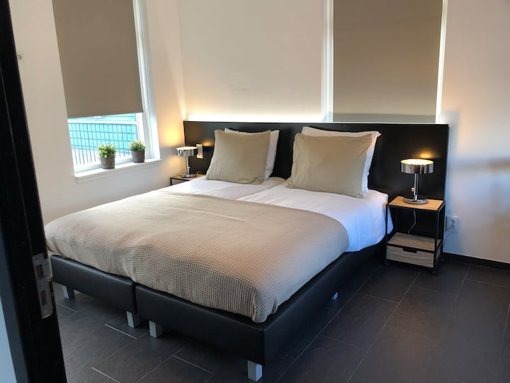 Royal private room & bathroom 10min from Amsterdam