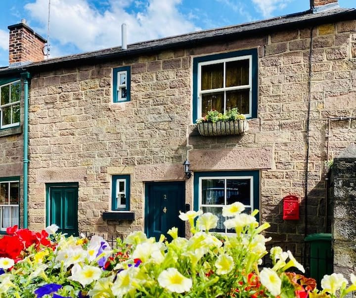 Gorgeous Traditional Stone Cottage In Amber Valley