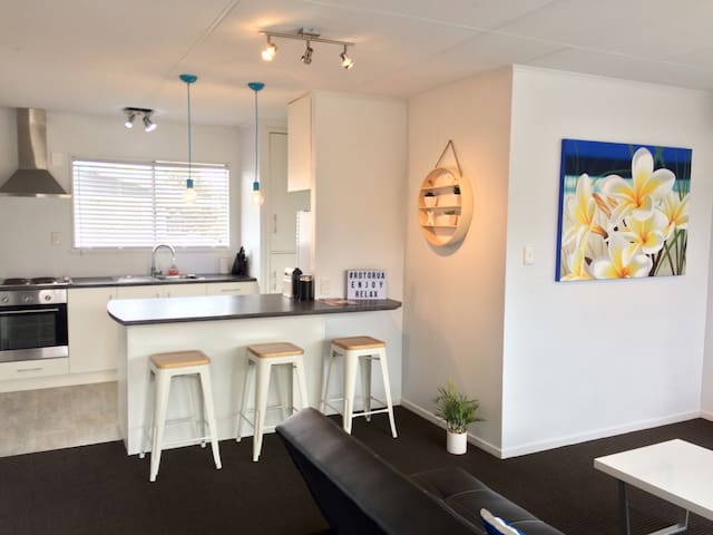 Fairy Springs TownHouse  Deluxe - Rotorua - Dom