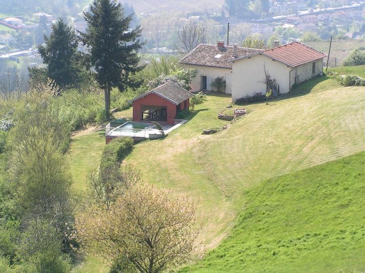 Beaujeu : ancienne ferme rénovée avec vue