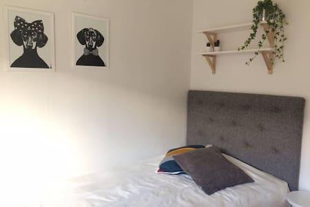 Room close to the university and hospital (NUS) - Umeå - 公寓