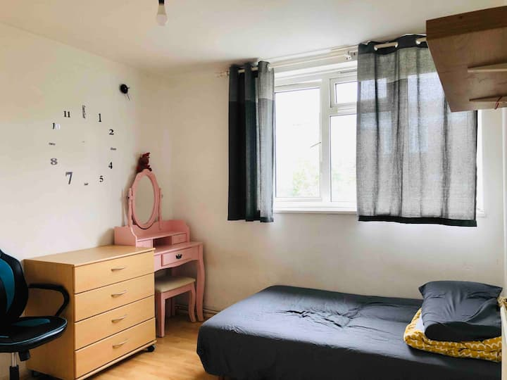 Easy travel, close to central and shopping center