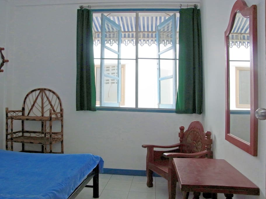 Budget double room with fan and shared bathroom in corridor