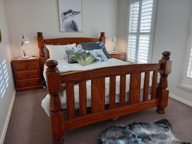 Bedroom 2, queen bed, built in robe, plantation shutters, sunblinds ad ceiling fan