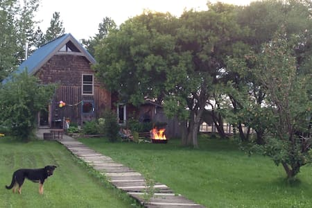 Cozy Cottage-Home near Boissevain - Boissevain - Cabin