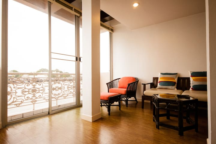 PSB1 (Two-Bedrooms Riverfront)