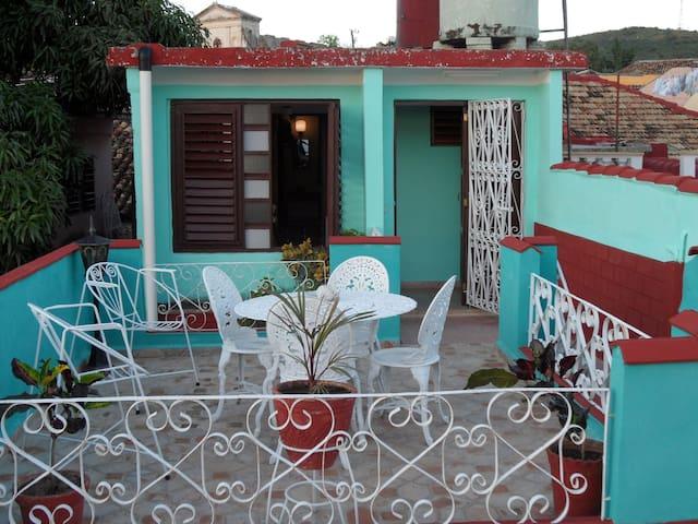 apartamento y terraza