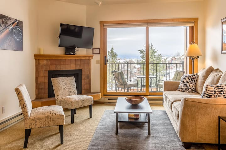 Sweet Condo Steps From Gondola - Sleeps 4!