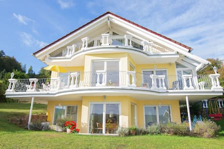 Exclusive apartment with large balcony and lake view directly on to the Edersee
