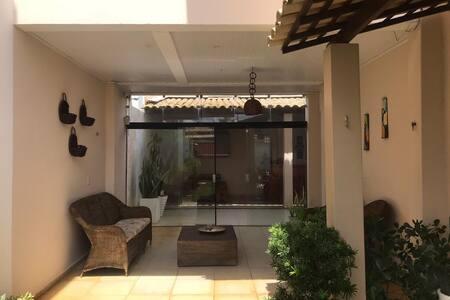 Casa inteira- Praia da Caueira.