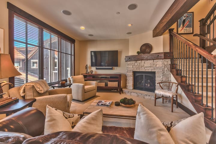 Park City Silver Star Retreat - A Ski-in/Ski-out Stunning Two-Bedroom Townhome with Private Hot Tub and Amenities