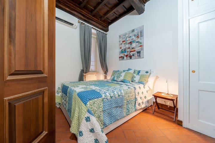 French size bed for 2 people