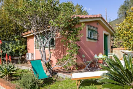 Varazze. Cosy Mediterranean cottage for couples