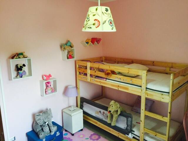 Second bedroom w/ a bulk bed
