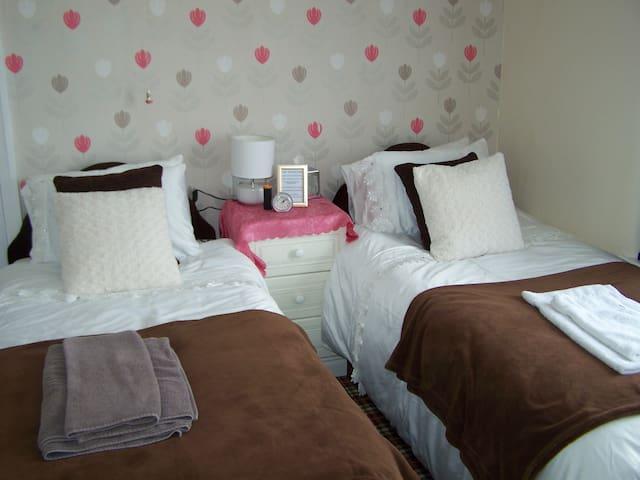 Cornerways Guest House Twin Room