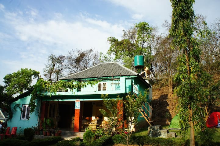 Mayur Kaksh - Eco-friendly jungle hut - Kangra