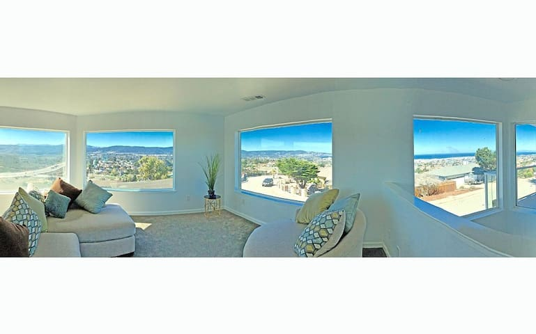 Spacious Home With Magnificent Monterey Views - Seaside - Dom