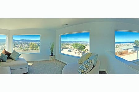 Spacious Home With Magnificent Monterey Views - Seaside - Huis