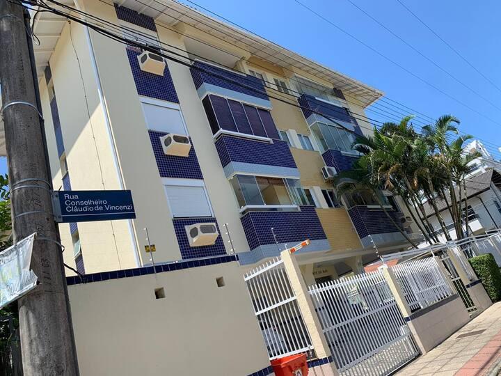 Lindo apartamento a 100m da praia