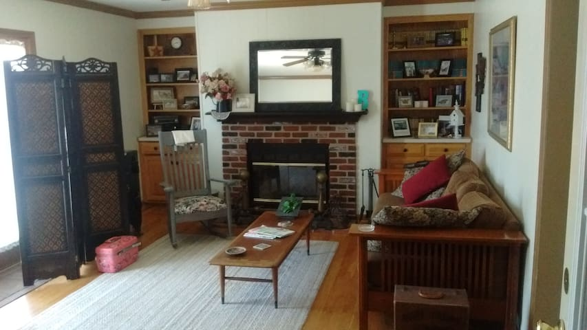 2 BR apt. , 12 miles from LU, Country Estate - Concord - Suite