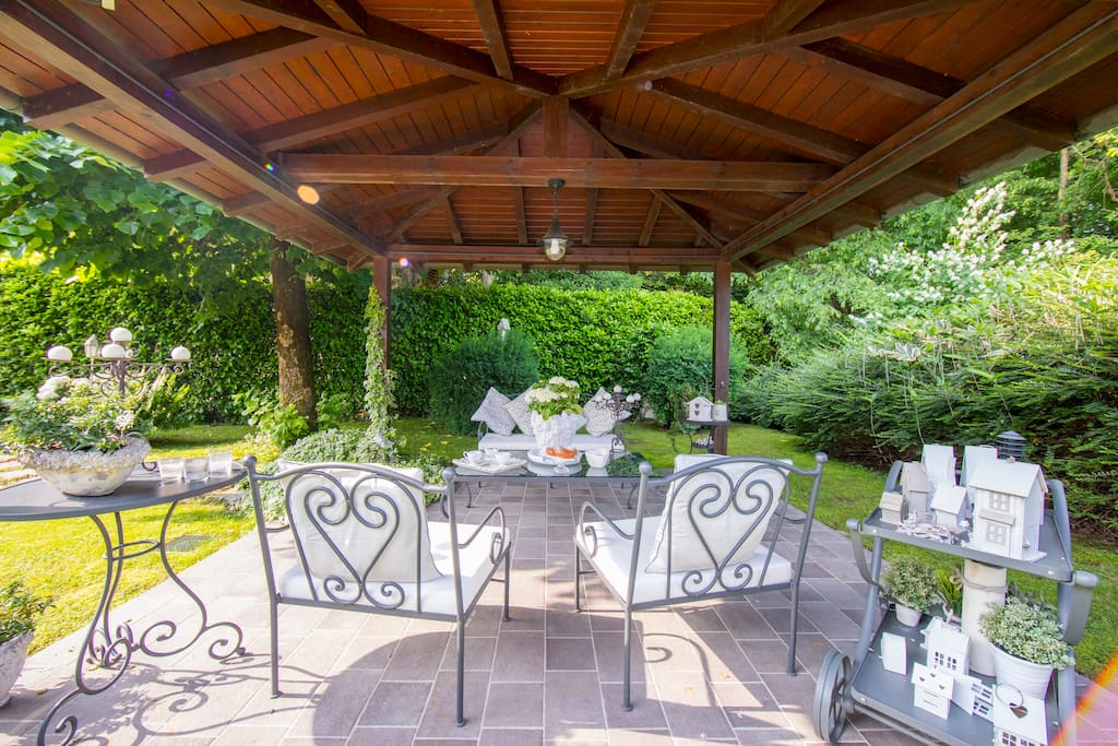 Shaded terrace for breakfast or open-air aperitifs