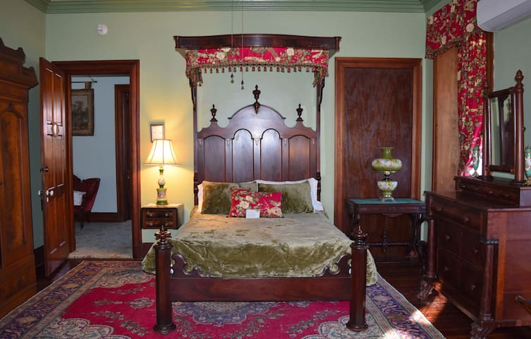 Gifford-Risley House Bed and Breakfast