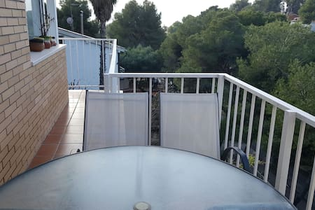 Lovely house within 5 minute walk to the beach. - Castelldefels, Catalunya, ES - Lejlighed