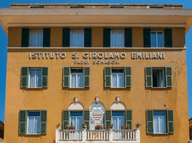 Comodo posto letto in camera condivisa a Rapallo