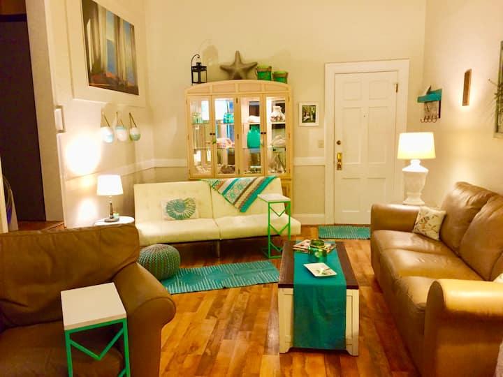 Li'L Italy, Harbor apartment