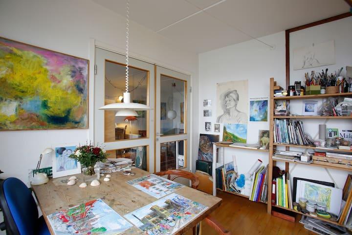 Gæsteværelse hos kunstner. - Roskilde - Flat