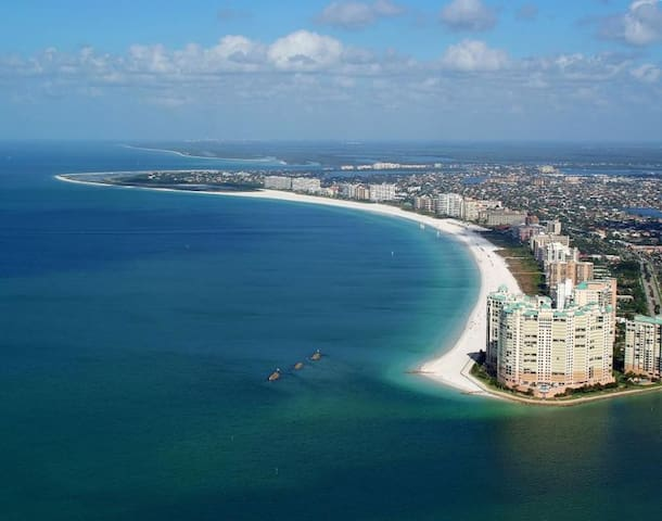 STAY ON THE BEACH! INCREDIBLE GULF VIEW 1BR UNIT!